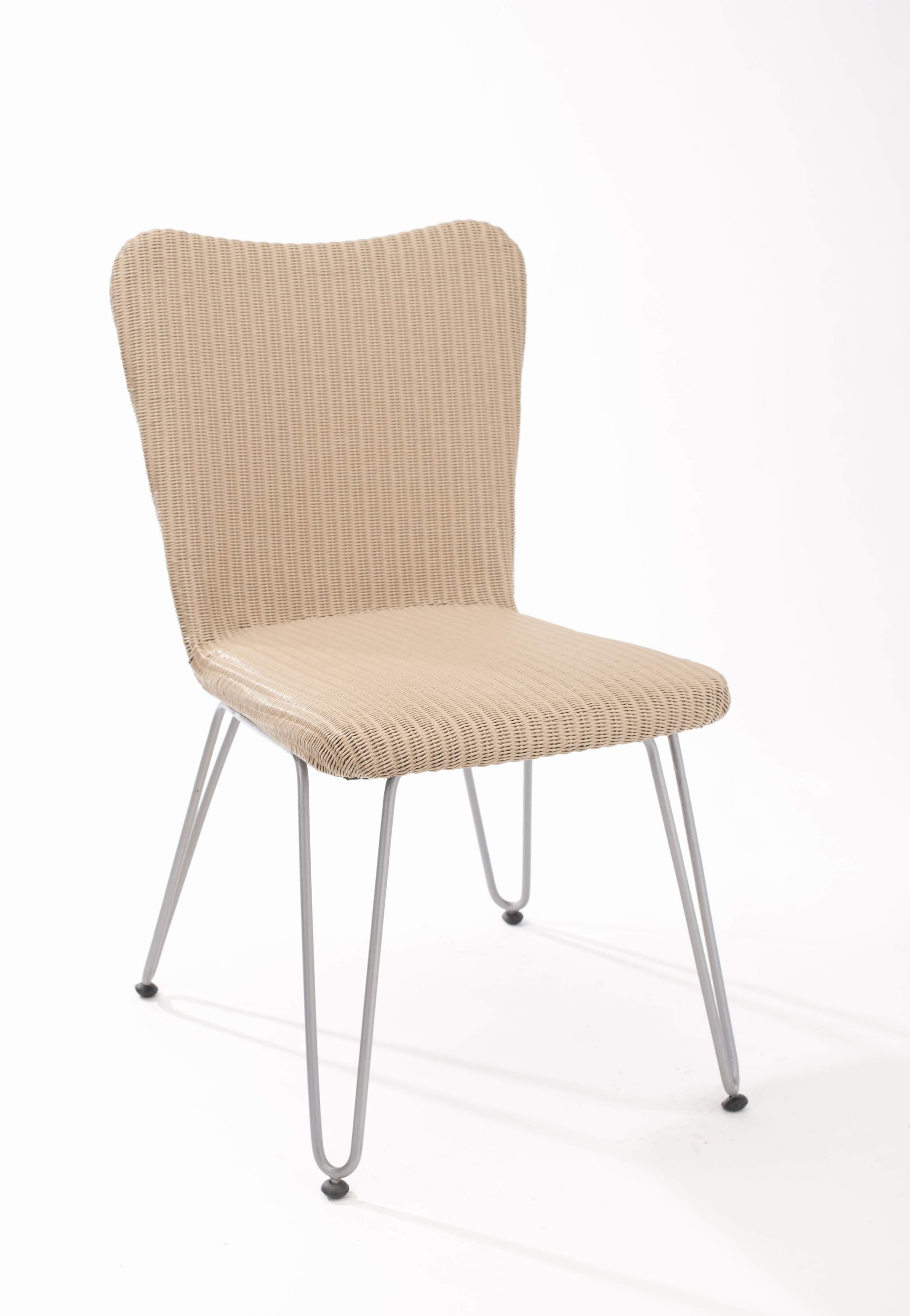 Chaise design luna mastic couleur pieds argent for Table 6 laille