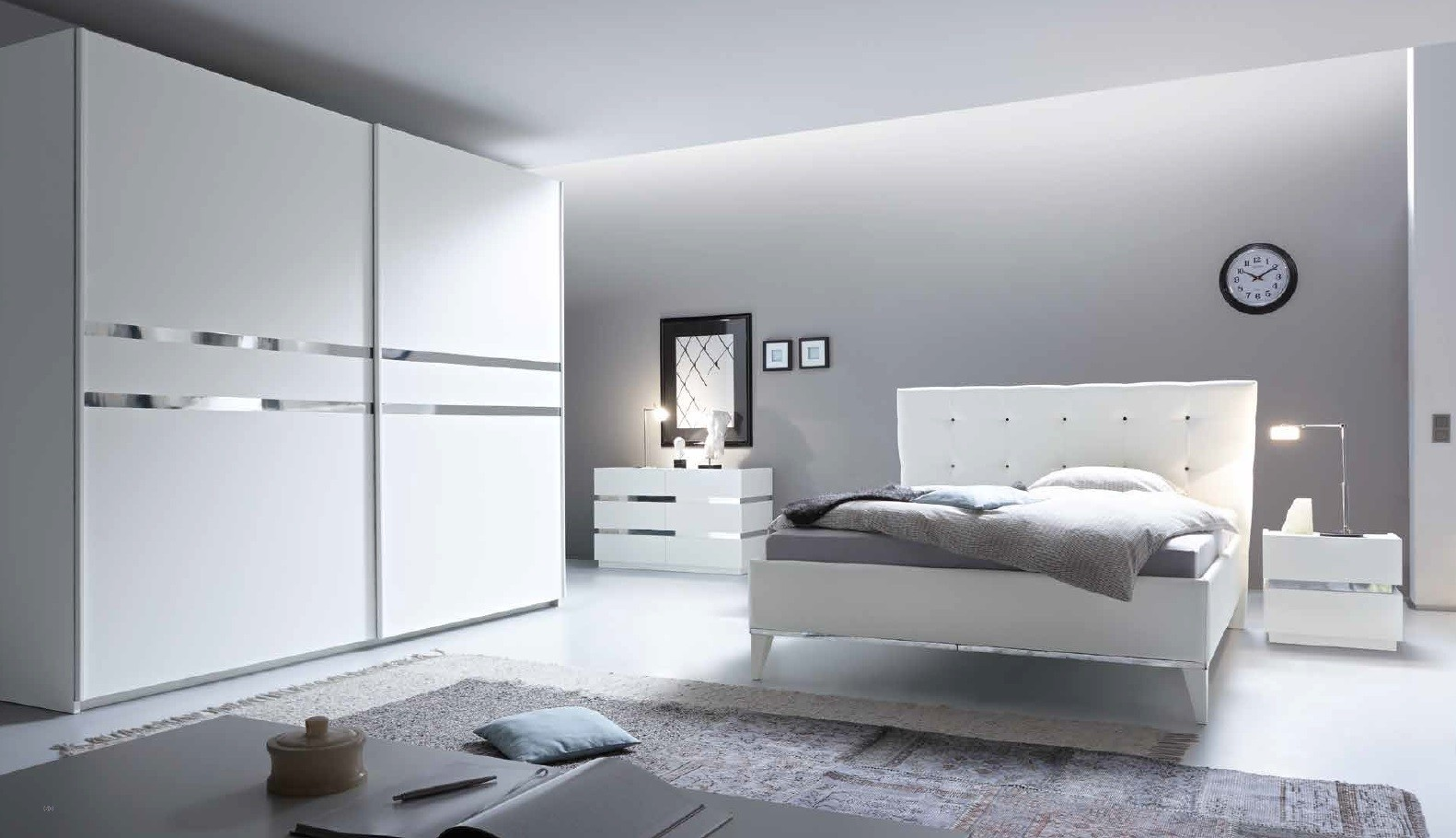 chambre a coucher compl te moderne blanche prix promo. Black Bedroom Furniture Sets. Home Design Ideas